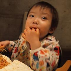 スパゲッティをもぐもぐ