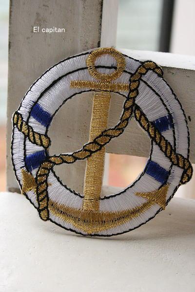 浮き輪とゴールドイカリ