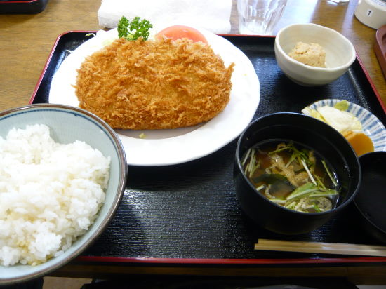 ジャンボコロッケ定食