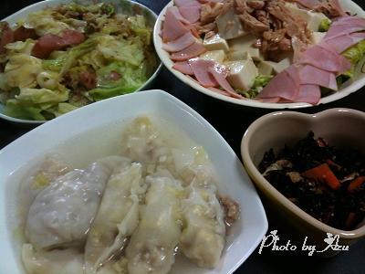 水餃子のスープ・ひじき・豆腐サラダ・キャベツとウィンナーの炒め物