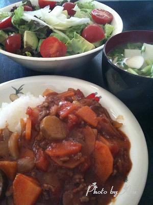 ナストマトカレー・アボガドグリーンサラダ・カブのお味噌汁
