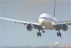 ロス空港に向かって着地体勢の815便