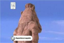 現存している爆破前の二本足の像