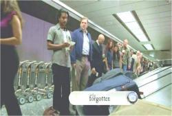 ロス空港で手荷物を待っている、生きているサイード