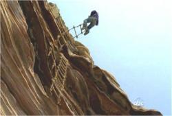ソーヤーの縄はしごが突然、下に急降下