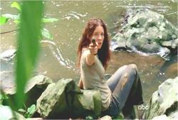 いきなり銃を向けるケイト