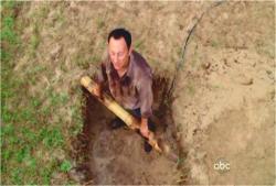 結構、堀進んだベンの墓穴