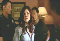 詐欺師かと思ったら警官だつたの。驚いたわ。