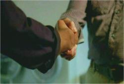 取引成立の握手
