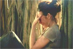 こっそり一人で泣いているケイト