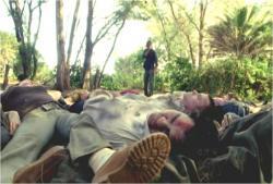 放置されている腐乱した死体の数々