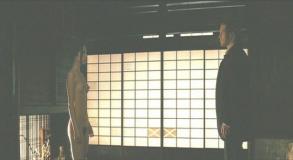 映画「シルク」より。渡辺奈緒子が着物を脱いで裸になるシーン。