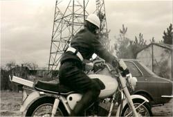 実行の為のバイクを取りに来た男
