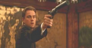 サイトーたちに銃を向けているコブ