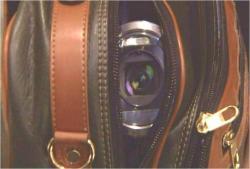 バックの中の隠しカメラが起動中