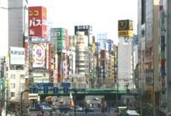 新宿西口ガード下