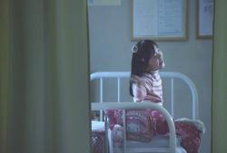 学校の保健室にいる愛美