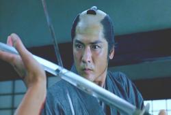 ジリジリと刀を交える帯屋隼人正