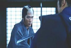 刀を交える屋隼人正
