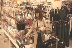スーパーで男物を買っているひろ子ママ