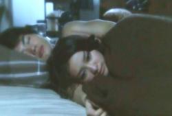酔って寝た先生の隣に添い寝する、ひかり