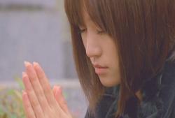 皆が好き勝手に喋る中、一人祈るあっちゃん