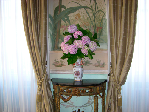 大広間フレスコ画と花瓶(変換後)
