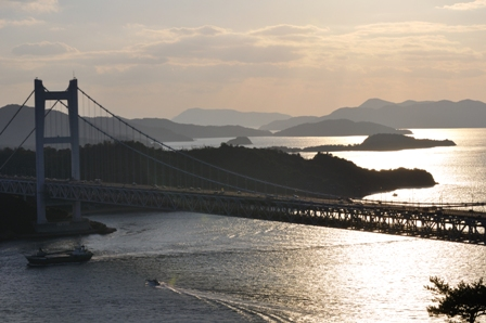 瀬戸内海と瀬戸大橋