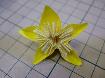 花のパーツは5つの折り紙から ... : 吹き流しの作り方 : すべての講義