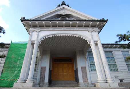 旧第三尋常中学校玄関