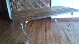 ねこあしテーブル