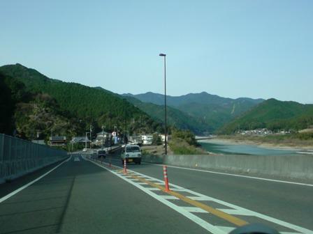 1月5日 10:28 熊野川沿い