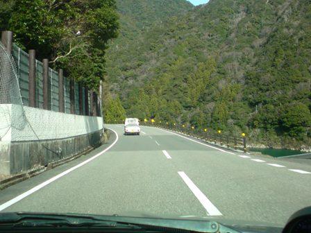 1月5日 10:36 熊野川沿い②