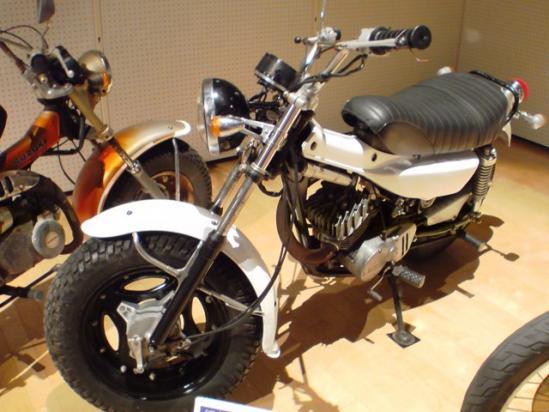 SUZUKI バンバン125