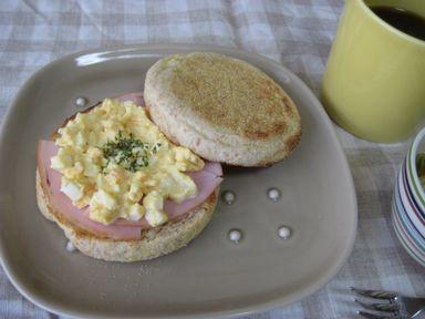イングリッシュマフィンの朝食