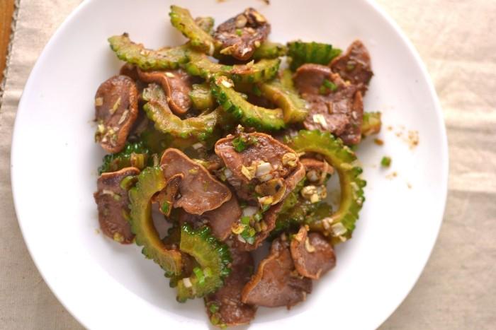 豚タンとゴーヤの炒めものコチュ風味