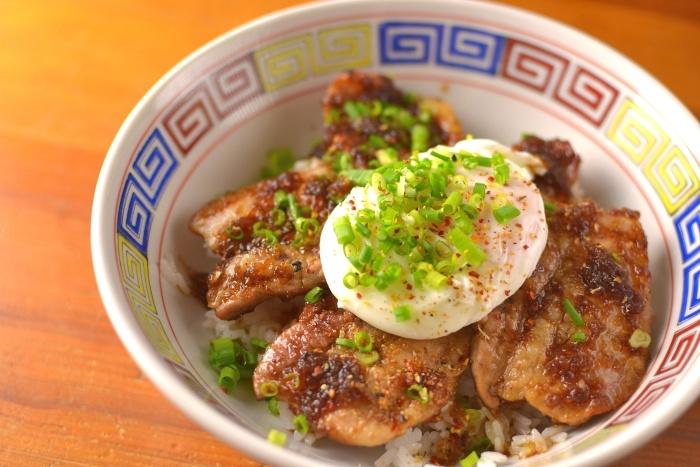 ホエー豚のカルビ丼