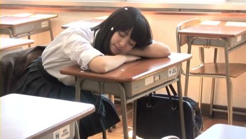 眠る愛理ちゃん