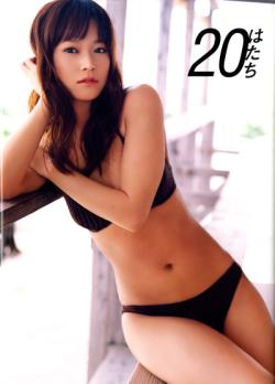 亀井絵理7th写真集「20(はたち)」