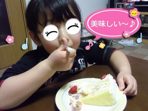 ケーキを食べる娘。