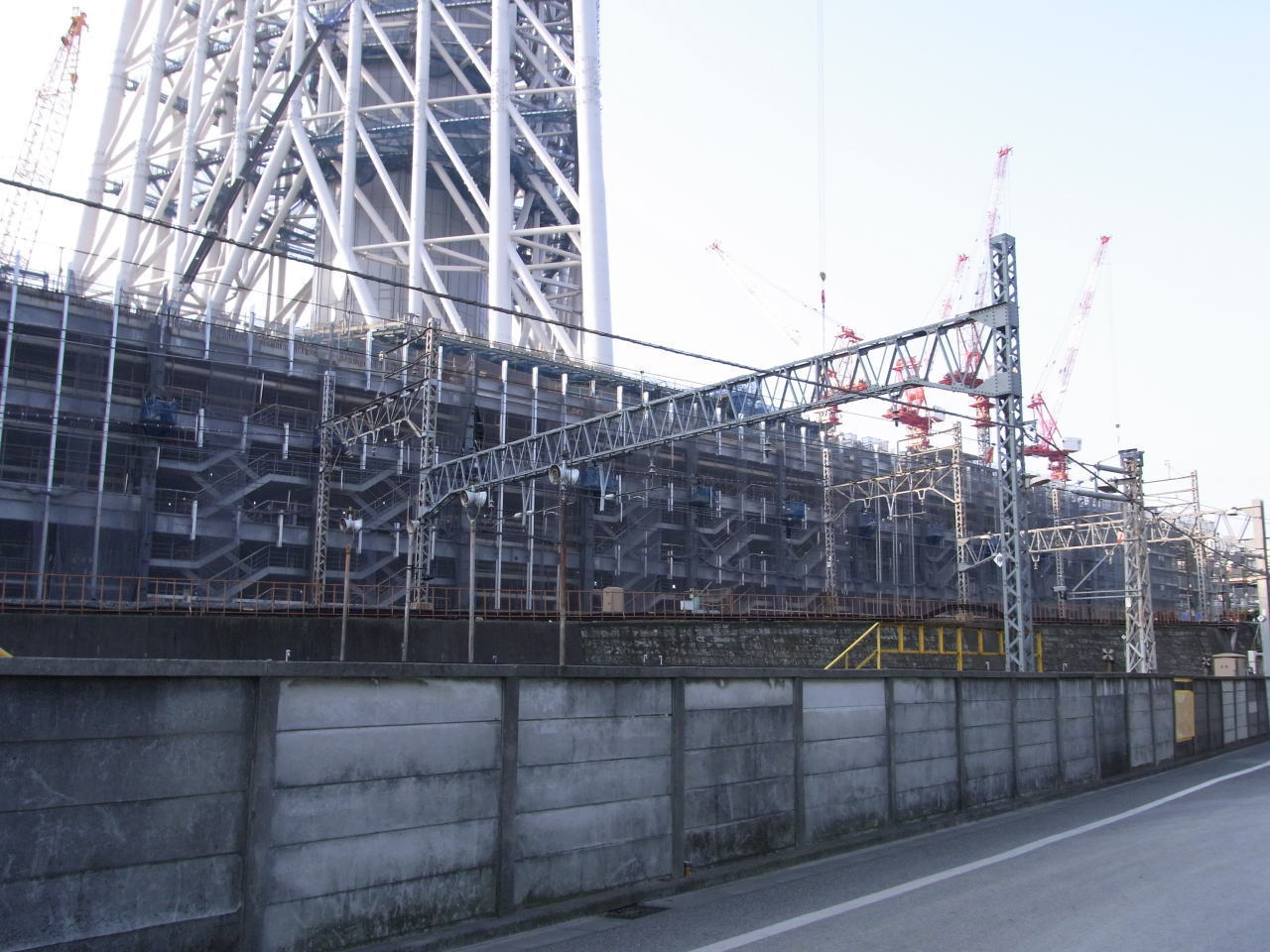 仮設防護構台が撤去された低層棟工区北側