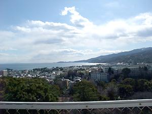 お城から<s>三浦</s>伊豆半島を望む。天気よし。