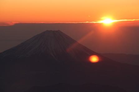 2011年高度6100メートルから見た初日の出と富士