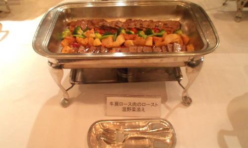 牛肩のロース肉のロースト温野菜添え