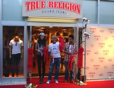 true_religion_brand_jeans_jingumae_02-thumb-400x307-27443.jpg