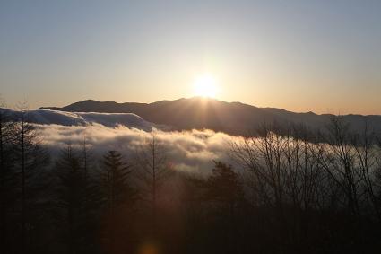 金峰山から日が昇る