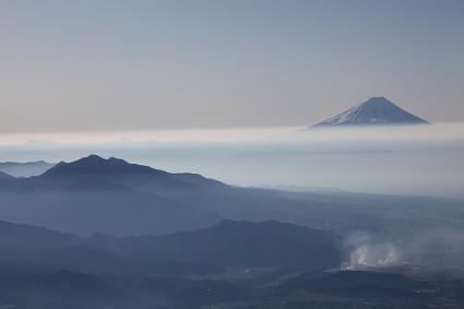 富士&茅ヶ岳 前三ツ頭への登りにて
