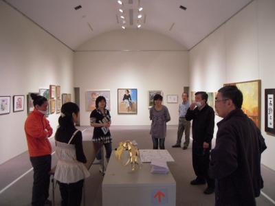 「10th仲間たち展」展示作業2