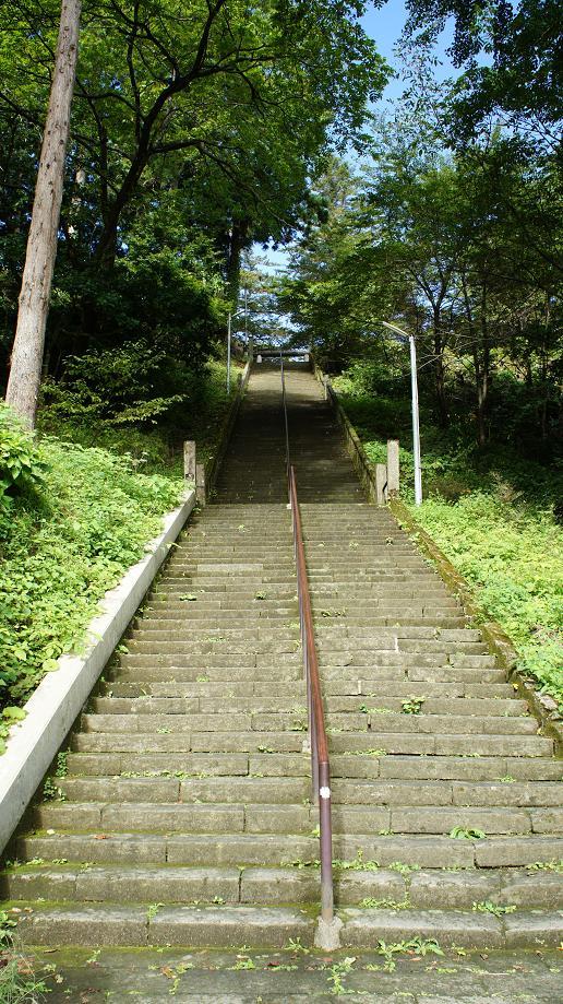 春日山神社の石段