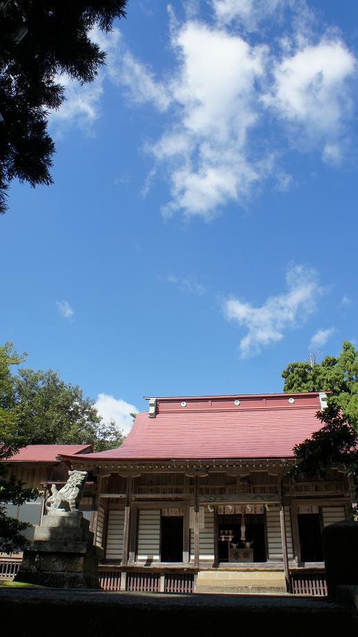 春日神社と青空